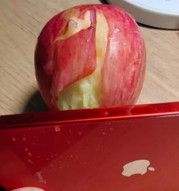 iphone 12, iphone 12 viền quá sắc có thể gọt táo, iphone 12 phốt