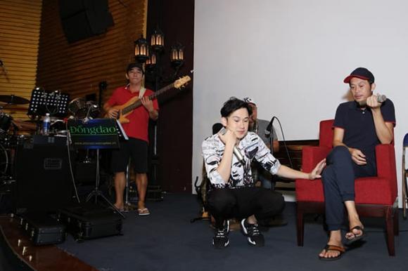 Hoài Linh bất ngờ xuất hiện tập nhạc cùng em trai nhưng nhan sắc lại tiều tụy hơn thường ngày
