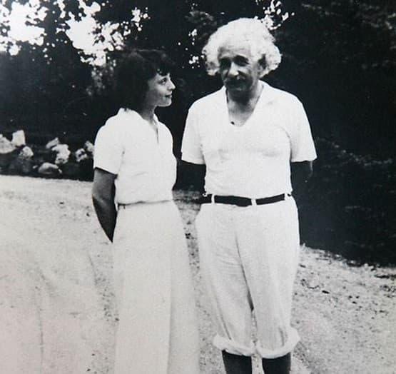 Thiên tài Albert Einstein, Thiên tài Albert Einstein chụp ảnh, thông tin thú vị về Thiên tài Albert Einstein