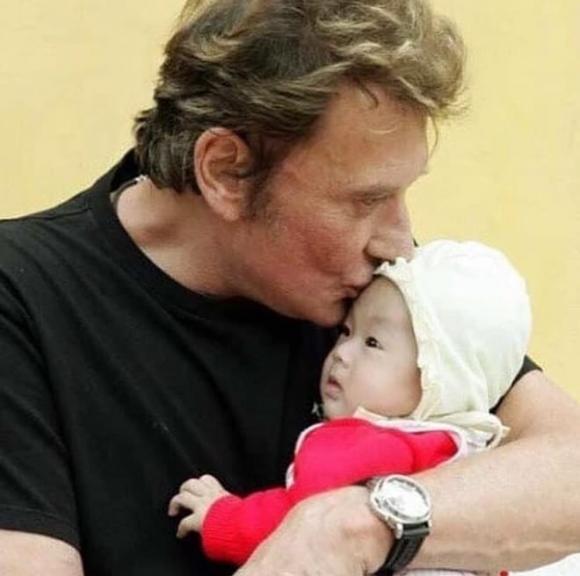 cô bé Phú Thọ được danh ca Pháp nhận nuôi, con nuôi của danh ca Pháp, Johnny Hallyday, Jade Hallyday