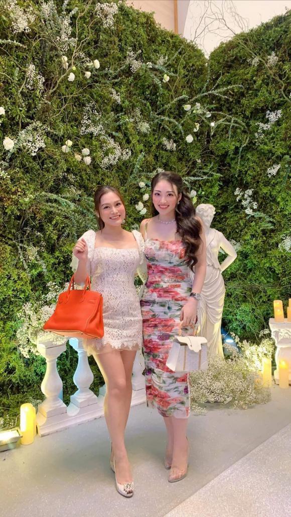 Cô dâu đeo vàng trĩu cổ ở Nam Định, đám cưới cô dâu đeo vàng trĩu cổ ở Nam Định, cuộc sống Cô dâu đeo vàng trĩu cổ ở Nam Định