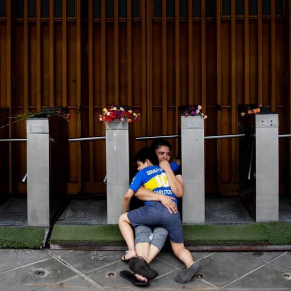 Maradona, cậu bé vàng, Maradona qua đời, Argentina