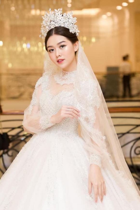 Á hậu Tường San, thiệp cưới của Tường San, đám cưới Tường San