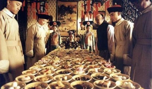 lịch sử Trung Hoa.từ hi thái hậu, bữa ăn xa hoa, Từ Hy
