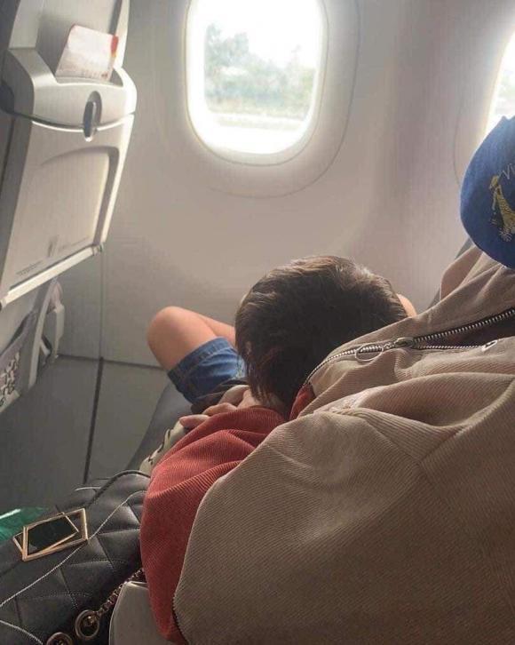 chiếm ghế trên máy bay, hành động vô duyên trên máy bay, giới trẻ