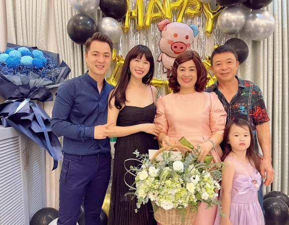 Đăng Khôi tổ chức sinh nhật đơn giản bên bạn bè, nhan sắc của bà xã Dương Khắc Linh sau khi sinh đôi gây chú ý