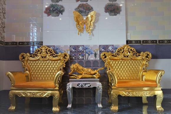 Cần Thơ, nhà dát vàng, bàn ghế, xoong nồi