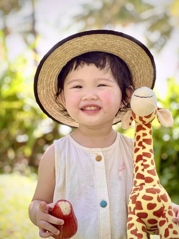 Quang Vinh, cháu gái Quang Vinh, sao du lịch