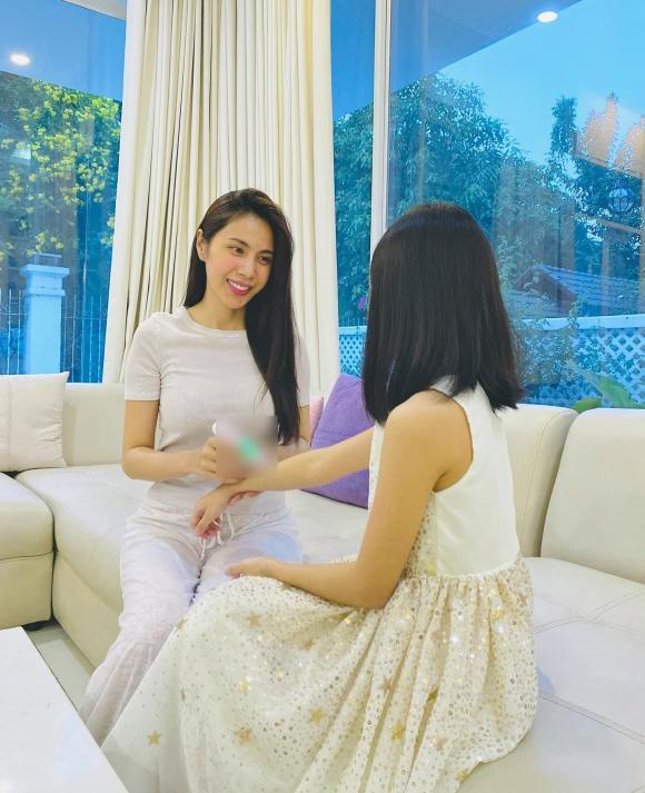 Hậu hỗ trợ bà con miền Trung, Thủy Tiên trở lại cuộc sống đời thường như thế nào?