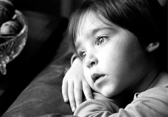 chăm sóc trẻ nhỏ, dấu hiệu trẻ bị trầm cảm, trẻ trầm cảm