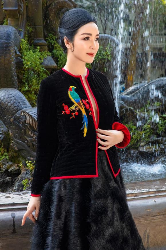 Ấm lòng với bộ sưu tập áo chần bông 'chất ngất' của NTK Đức Hùng giữa ngày đông lạnh ùa về