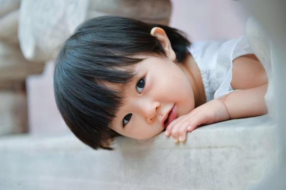 """""""Đốm đen"""" trên lòng trắng của mắt trẻ là gì? 4 lý do, cha mẹ không cần quá lo lắng"""