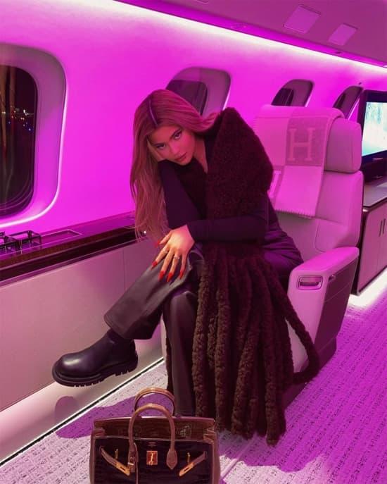Kylie Jenner, phi cơ của Kylie Jenner, tỷ phú