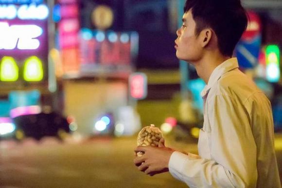 bán đậu phộng, chàng trai bán đậu phộng, giới trẻ, thanh niên