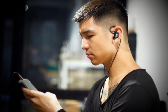 Sơn Tùng M-TP, Binz, Ngô Kiến Huy, tai nghe custom, cá tính, phong cách, Sao Việt