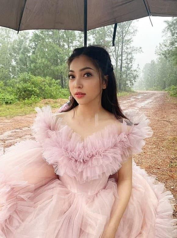 bạn gái cũ Quang Hải, Nhật Lê, thanh niên
