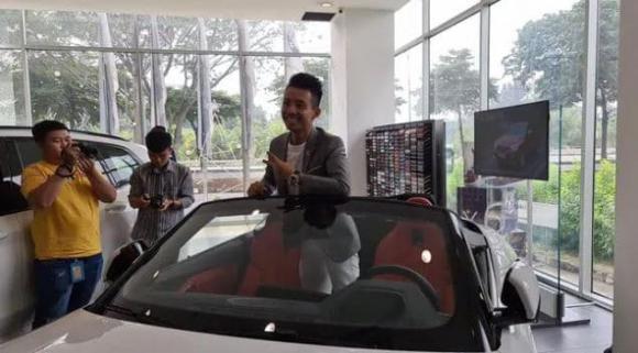 Đại gia Minh Nhựa ngẫu hứng tậu cùng lúc 3 chiếc xe sang khiến dân tình choáng váng