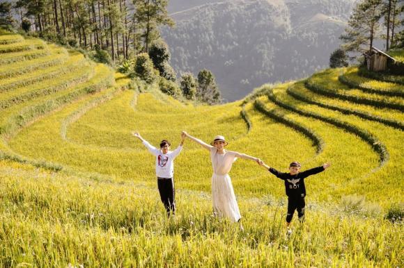 Hoa hậu Hà Kiều Anh đưa 3 con đi khám phá cảnh 'mùa vàng' ở Mù Cang Chải