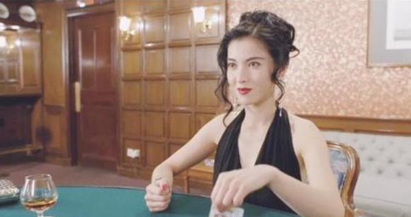 Là 'Tử Sam Long Vương đẹp nhất màn ảnh' và là mối tình đầu 8 năm của Ngô Trấn Vũ, cô đã 50 tuổi nhưng không bị Châu Huệ Mẫn đánh bại
