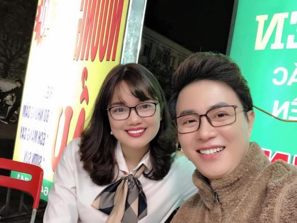 Thông tin về vợ MC Lê Anh: Học trò cũ của chồng, là giảng viên Cao đẳng chuyên ngành du lịch