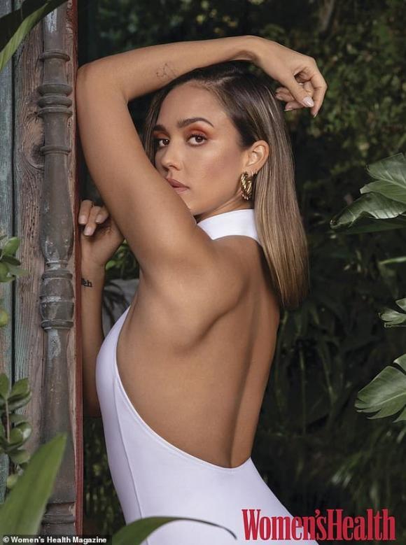 Đã 3 lần sinh con nhưng 'Thiên thần bóng tối' Jessica Alba vẫn 'đốt mắt' người nhìn khi diện bikini khoe dáng