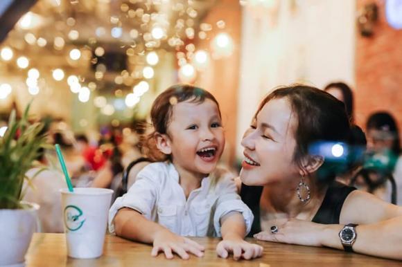 Hé lộ chân dung 2 con riêng của vợ Quý Bình: Con gái đẹp như mỹ nhân, con trai chuẩn hot boy nhí