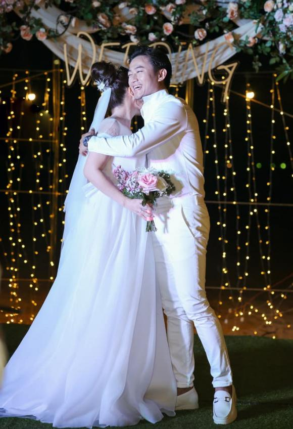 Quý Bình, vợ doanh nhân, đám cưới, Ngọc Tiền, tiệc báo hỷ,