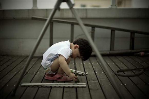 trẻ kém, nuôi dạy trẻ, chăm con, trẻ tự kỉ