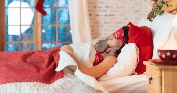 ngủ ngay sau khi ăn tối dễ gây tử vong, đột quỵ, tăng cân