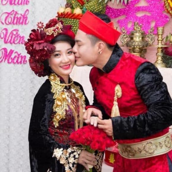 Lê Dương Bảo Lâm, Quỳnh Quỳnh, kỉ niệm 11 năm, livestream bán hàng, biệt thự, tay trắng làm nên, showbiz Việt, vợ chồng Lê Dương Bảo Lâm,