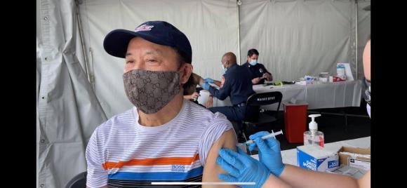 Nhật Tinh Anh, nghệ sĩ hài Bảo Quốc, tiêm vắc xin Covid-19,