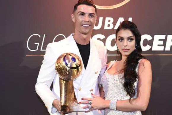 Cristiano Ronaldo, Cristiano Ronaldo và bạn gái, trang sức kim cương của Cristiano Ronaldo