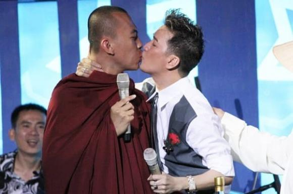 nụ hôn, phản cảm, sao Việt, Ngọc Trinh