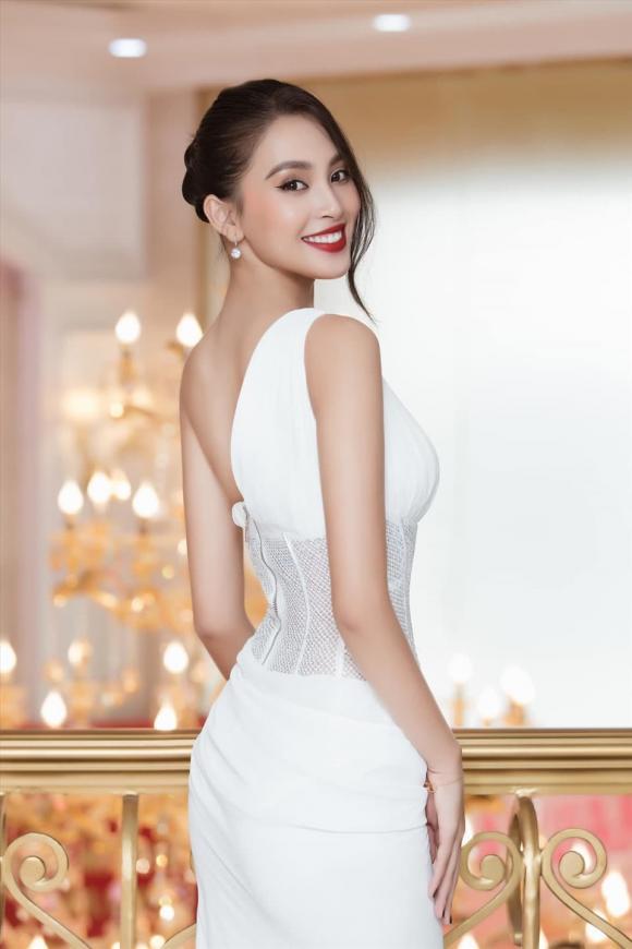 Hoa hậu Tiểu Vy, á hậu Thuý An, sao Việt,