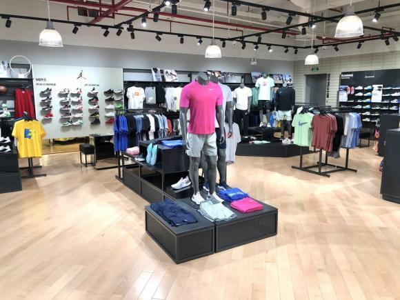 Nike Crescent Mall, Thời trang Nike