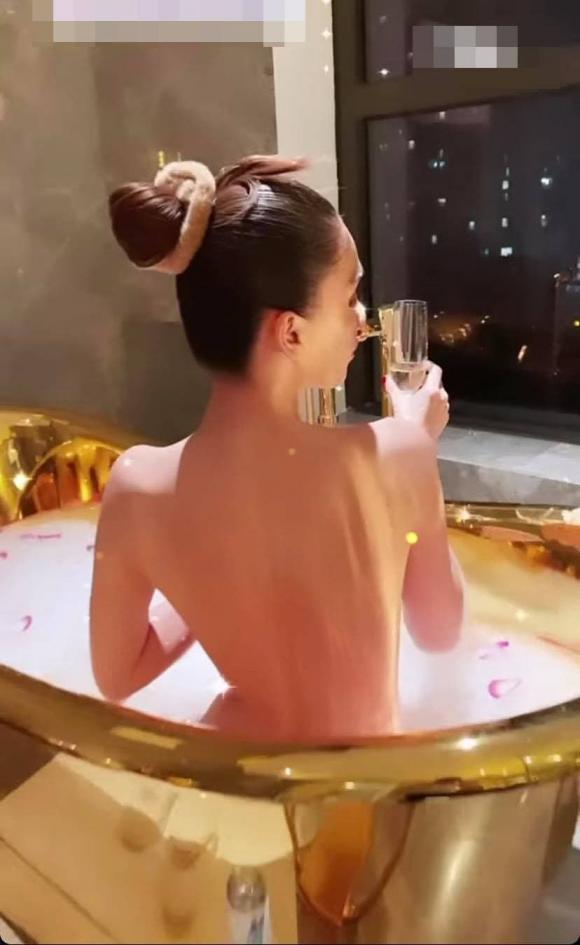Ngọc Trinh, nữ hoàng nội y, nude,