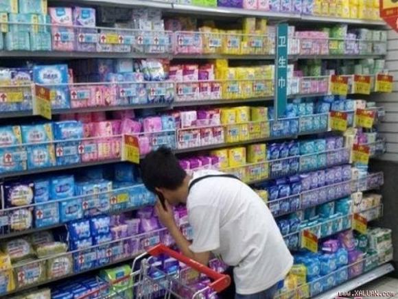 mua băng vệ sinh cho bạn gái, chuyện lạ