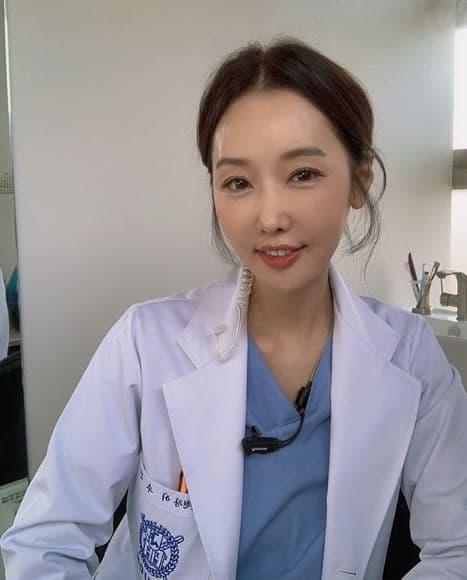 Kim Tae Hee, bản sao Kim Tae Hee, nữ nha sĩ bị cư dân mạng 'ném đá' dữ dội vì tự nhận đẹp hơn Kim Tae Hee, sao Hàn