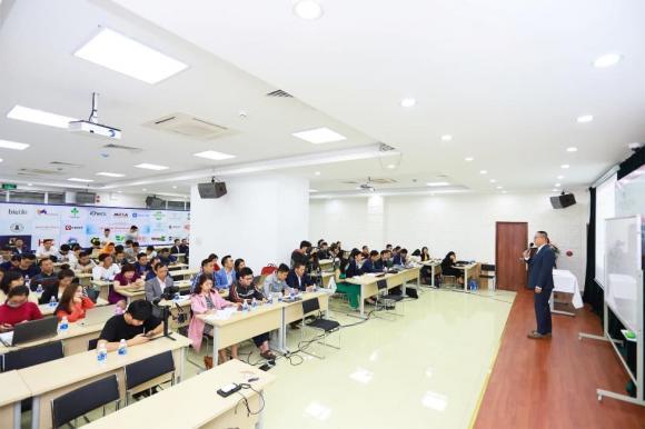 Vũ Việt Linh, Linh Shopee, Học viện Vilica