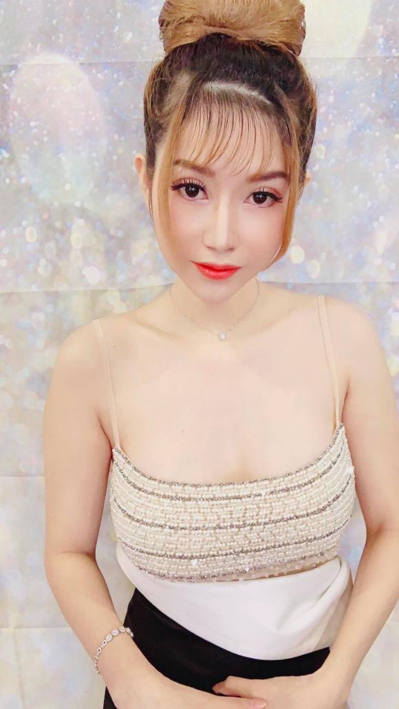 Doanh nhân Huỳnh Hồng Liên, Baby Love Shop Beauty Spa, Điêu khắc chân mày, phun môi Collagen