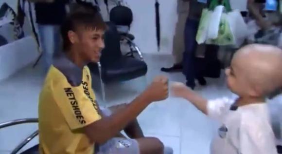 Sự thật cảm động sau màn nhảy hài hước gây bão mạng xã hội của Neymar lúc ghi bàn  5