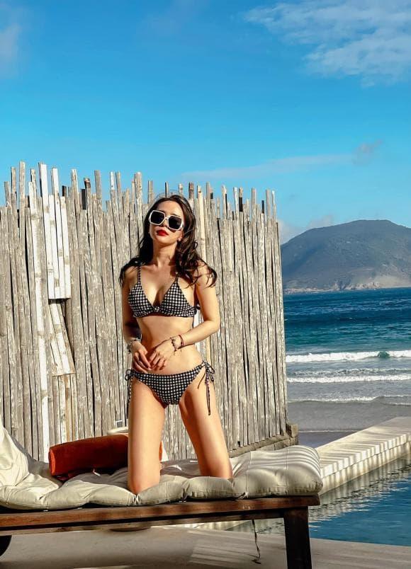 Quỳnh Nga, Việt Anh, bikini, xe đạp