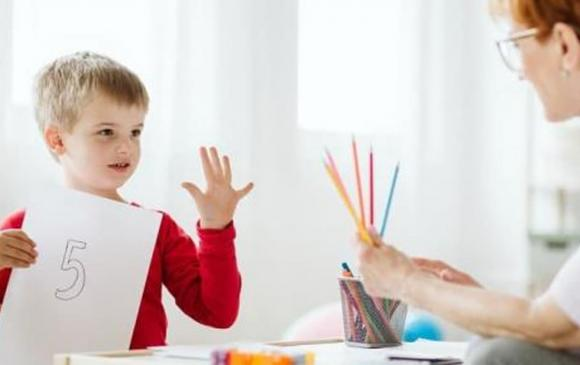 dạy con, trẻ bị quát mắng iq thấp hơn, cách dạy con