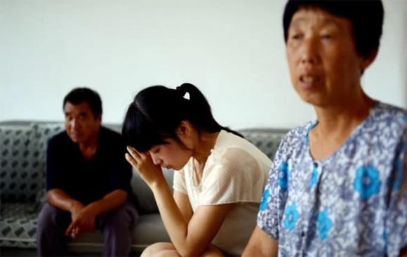 trẻ bú, chăm trẻ, mâu thuẫn gia đình, bố chồng con dâu