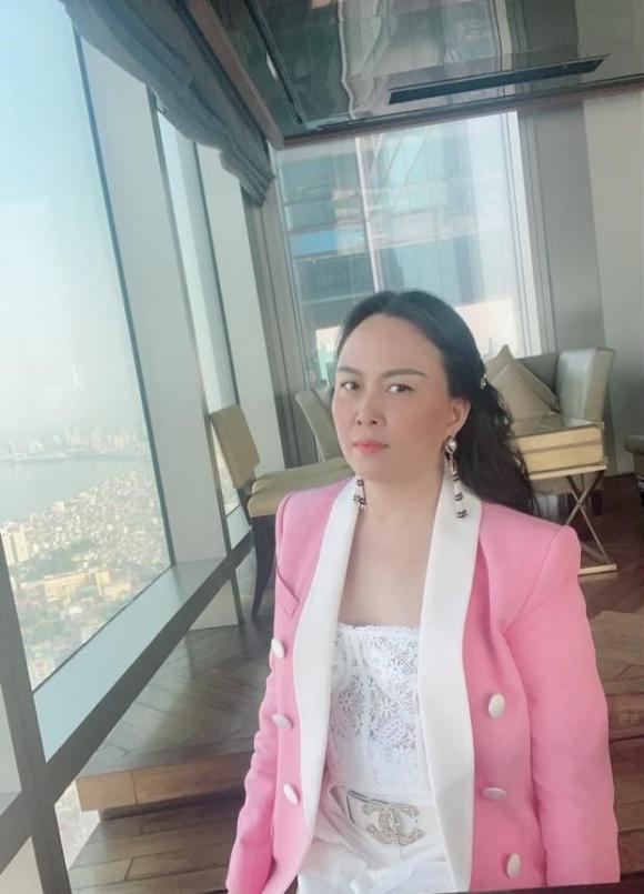 Phượng Chanel, Văn Mai Hương,