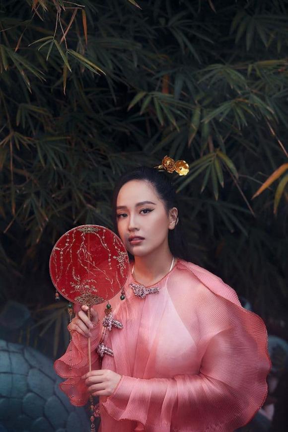 Phạm Quỳnh Anh, Mai Phương Thuý, sao Việt, tết xa nhà, dịch