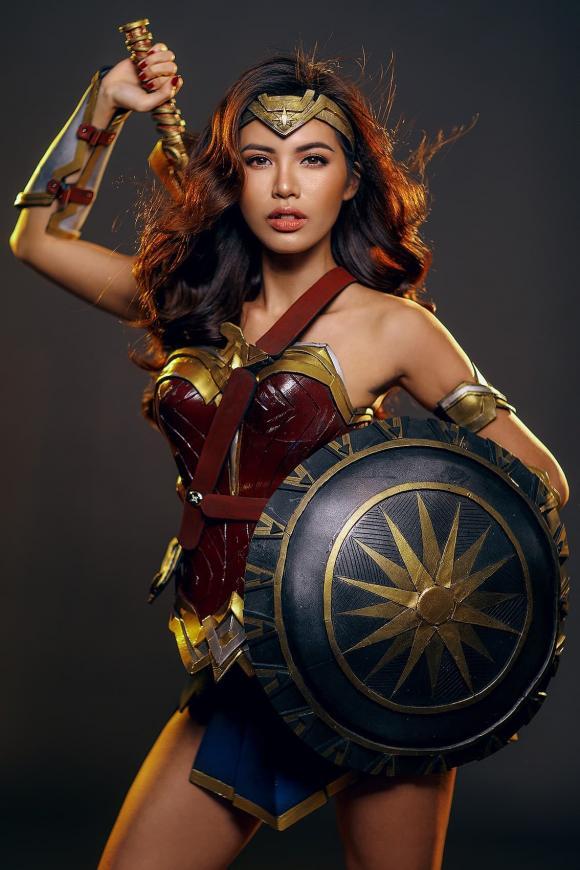 Mai Ngọc, Vân Hugo, sao Việt