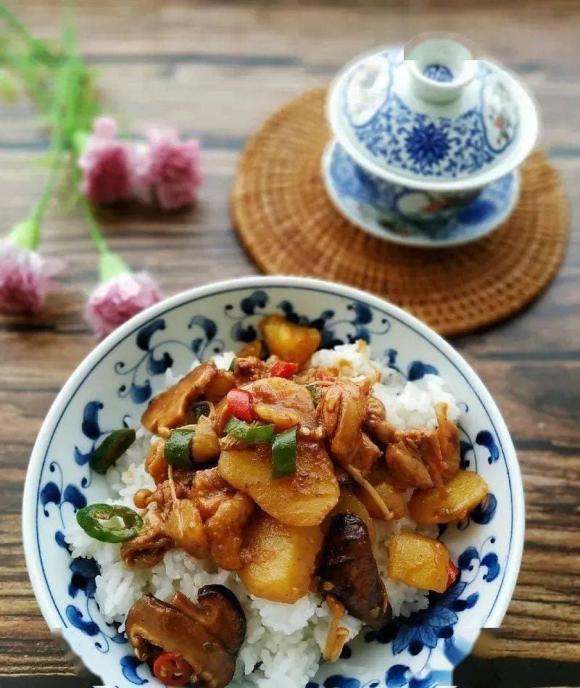 Món gà om khoai tây và nấm, nấu ăn, món ngon