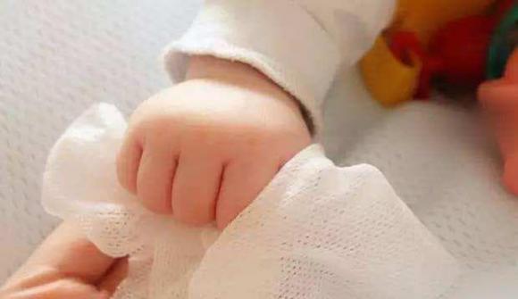 Bố mẹ mua khăn ướt cho trẻ sơ sinh cần chú ý 3 điểm, chăm sóc trẻ sơ sinh, chăm sóc trẻ đúng cách