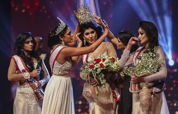 Hoa hậu Sri Lanka bị giật vương miện, giật vương miện, hoa hậu
